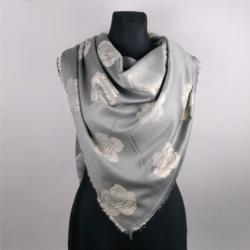Chusta w róże - grey gold - 140x150cm - WO824
