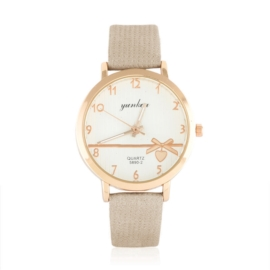 Zegarek damski na wytłaczanym pasku - Love Z1055