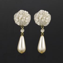 Klipsy czeskie perła ecru wiszące 48/30 EA2714
