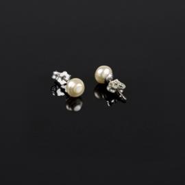 Kolczyki czeskie perła ecru 0,6cm 48/7 EA2818