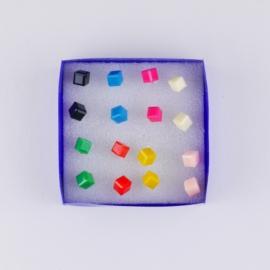 Kolczyki w pudełeczku 6szt - sześciany - EA3372
