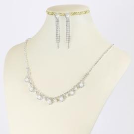 Komplet biżuterii dżetowej z perełkami - KOM403